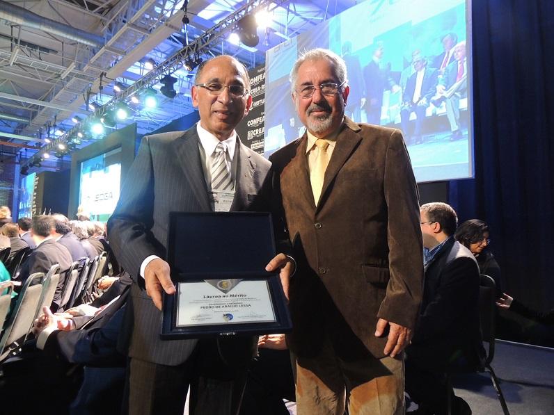 Pedro Lessa recebe medalha do mérito e participa de encontro com homenageados