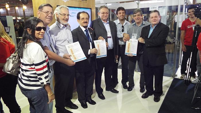 Revista do Clube de Engenharia do Ceará é relançada no estande da Mútua