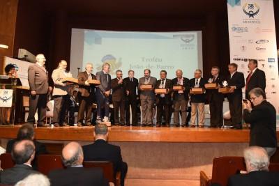 Presidente do Crea-SE é homenageado com o ' Troféu  João-de-Barro', do Ibec