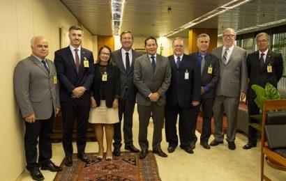 Presidentes do Confea e de Creas realizam audiência com vice-presidente da República