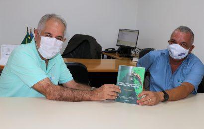 Jorge Silveira destaca publicação sobre Gestão de Recursos Hídricos e parabeniza engenheiro civil pelo lançamento da obra